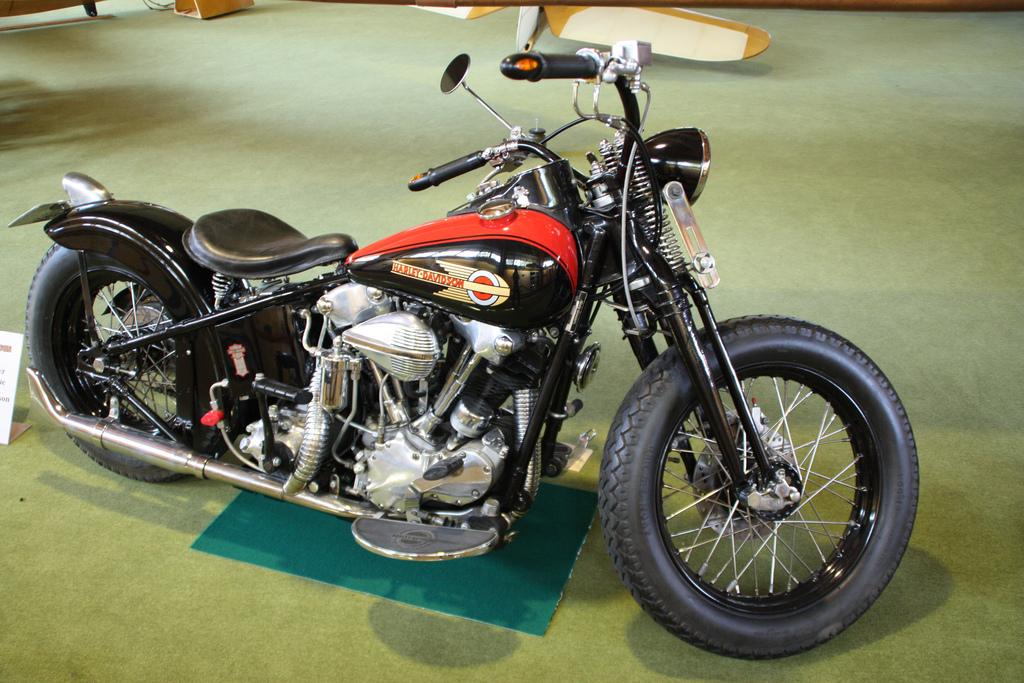 Harley Davidson Knucklehead-Bobber
