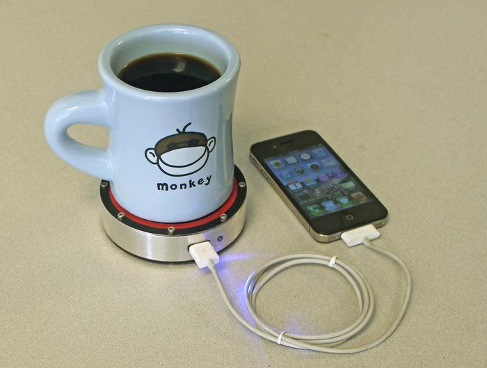 Smartphone-Akku mit Heiß- oder Kaltgetränk laden (Foto: Epiphany Labs/Kickstarter)