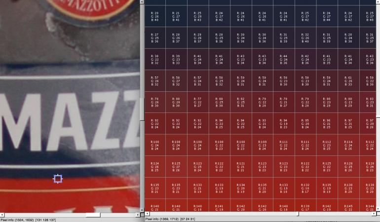 links: Detailvergrößerung des Fotos mit markiertem Ausschnitt (blauer Rahmen) für Superdetailauflösung rechts.
